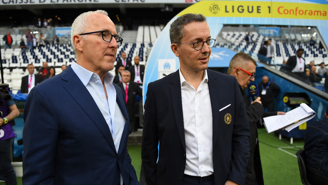 Le président Jacques-Henri Eyraud (à droite) et le propriétaire américain de l'Olympique de Marseille Frank McCourt, photographiés le 24 mai 2019 au stade Vélodrome à Marseille.