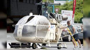 El helicóptero con el que Redoine Faid realizó su fuga de la prisión de Réau, estacionado en Gonesse, al norte de París, Francia, el 01 de julio 2018.