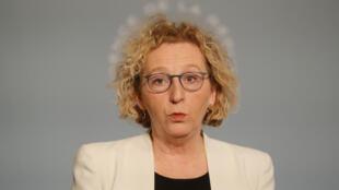 La ministre du Travail, Muriel Pénicaud, le 1er avril 2020 à Paris.