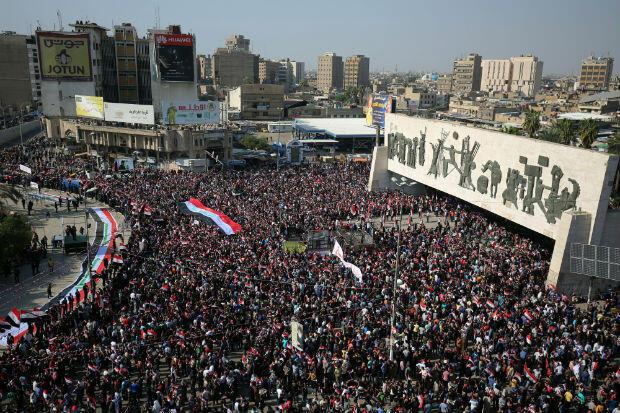 Des partisans de Moqtada al-Sadr lors d'une manifestation contre la corruption, à Bagdad, le 11 mars 2018.