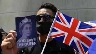 محتجون أمام القنصلية البريطانية في هونغ كونغ يدعون لندن إلى التدخل. 15 سبتمبر/أيلول 2019.