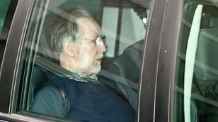 Le tueur en série Michel Fourniret arrive au Palais de Justice de Charleville-Mézieres, dans le nord de la France, le 16 avril 2008