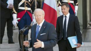Boris Boillon, alors ambassadeur en Tunisie, aux côtés du Premier ministre tunisien Beji Caid Essebsi, à Paris, en 2011.