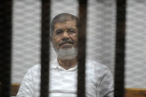 مرسي في قفص المحكمة في أكاديمية الشرطة في القاهرة في 5 تشرين الثاني/نوفمبر 2014