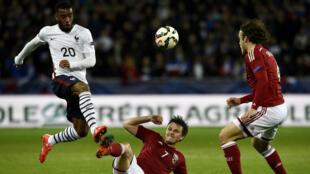 Alexandre Lacazette a inscrit son premier but avec les Bleus face au Danemark, dimanche 29 mars 2015.