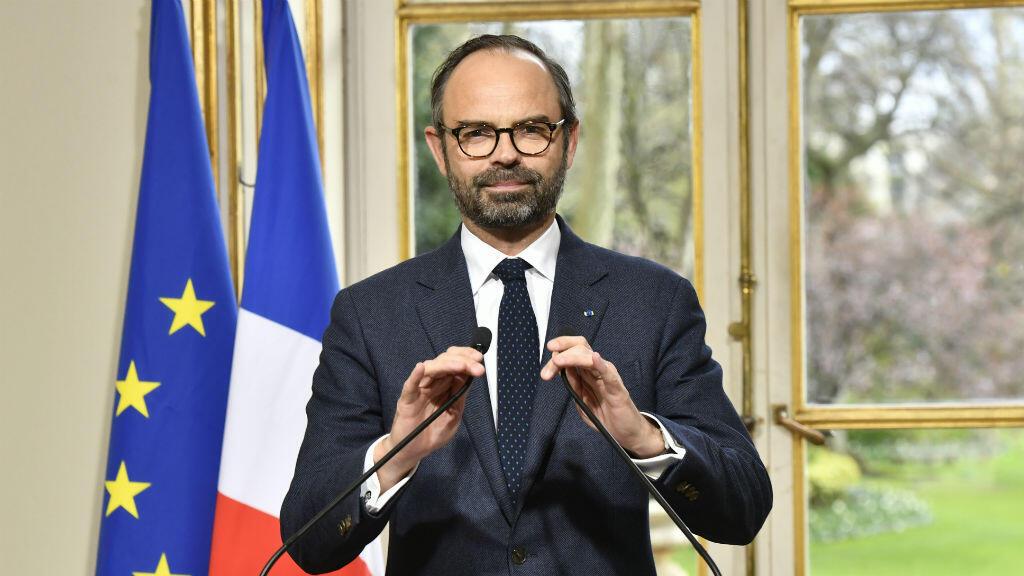 El primer ministro de Francia, Edouard Philippe, presenta el texto de las reformas institucionales