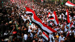 المسلمون الشيعة يرددون الشعارات في كربلاء، العراق، 19 تشرين الأول (أكتوبر) 2019.