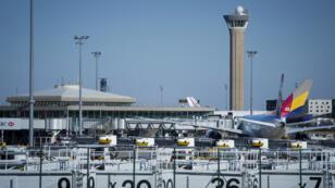 La radicalisation dans les transports publics (ici l'aéroport de Roissy) est un enjeu clé de la sécurité des personnes.