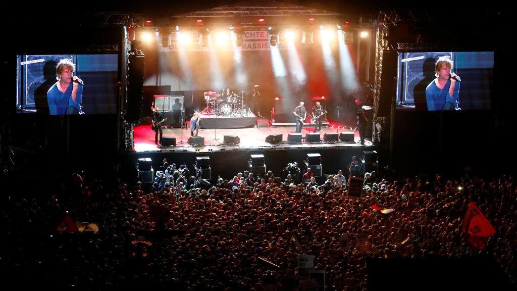 """La banda """"Die Toten Hosen"""" se presenta durante un """"concierto antirracista"""" al aire libre en Chemnitz. El 3 de septiembre de 2018."""