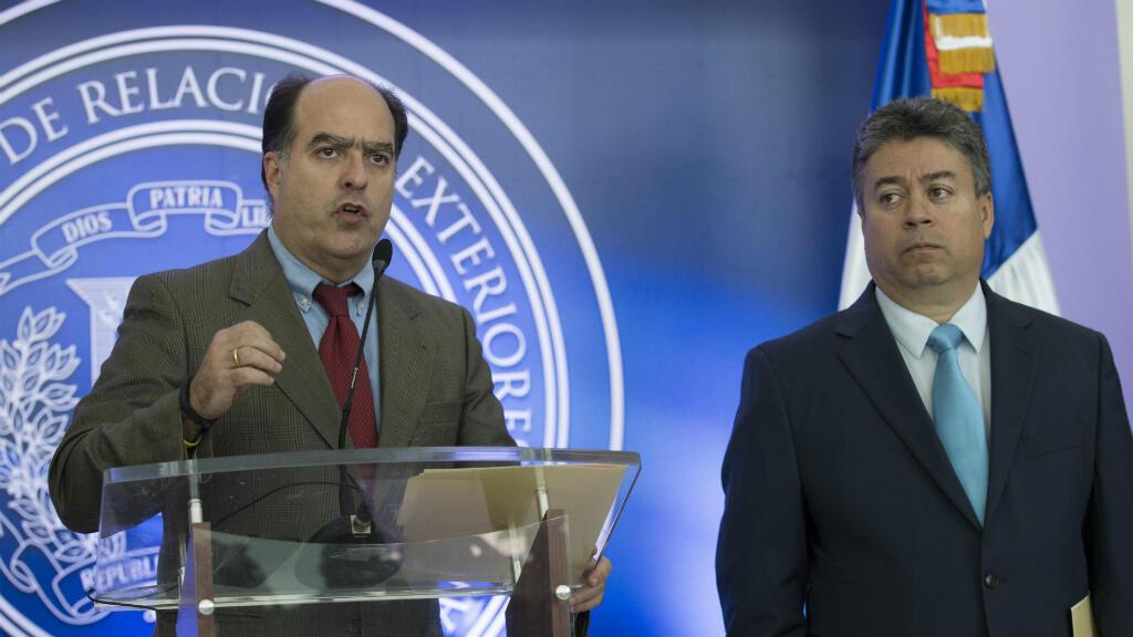 Líderes de la oposición acusaron al gobierno de no culminar la mesa de diálogo en República Dominicana.