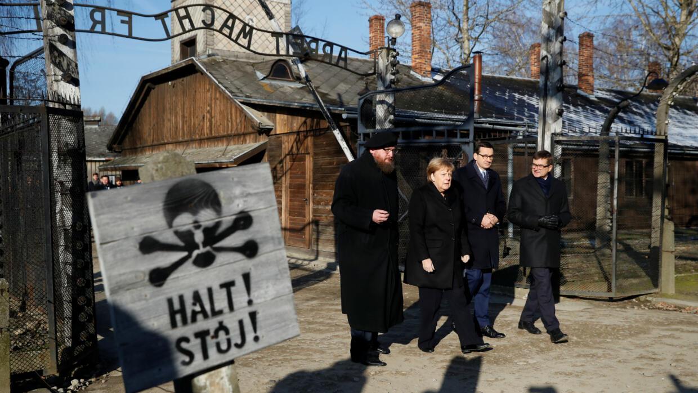 Angela Merkel se rend dans l'ancien camp nazi d'Auschwitz