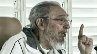 Dans des images diffusées sur la télévision publique, Fidel Castro est apparu pour faire l'éloge de l'école cubaine.