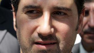 صورة من الأرشيف لرجل الأعمال السوري البارز رامي مخلوف في 17 تموز/يوليو 2010 خلال مشاركته في احتفال لمرور عشر سنوات على تولي ابن عمته بشار الأسد سدّة الرئاسة