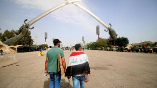 """Les manifestants irakiens pro-Sadr ont levé le camp après avoir occupé la """"zone verte"""" de Bagdad en Irak durant 24 heures, le 1er mai 2016."""