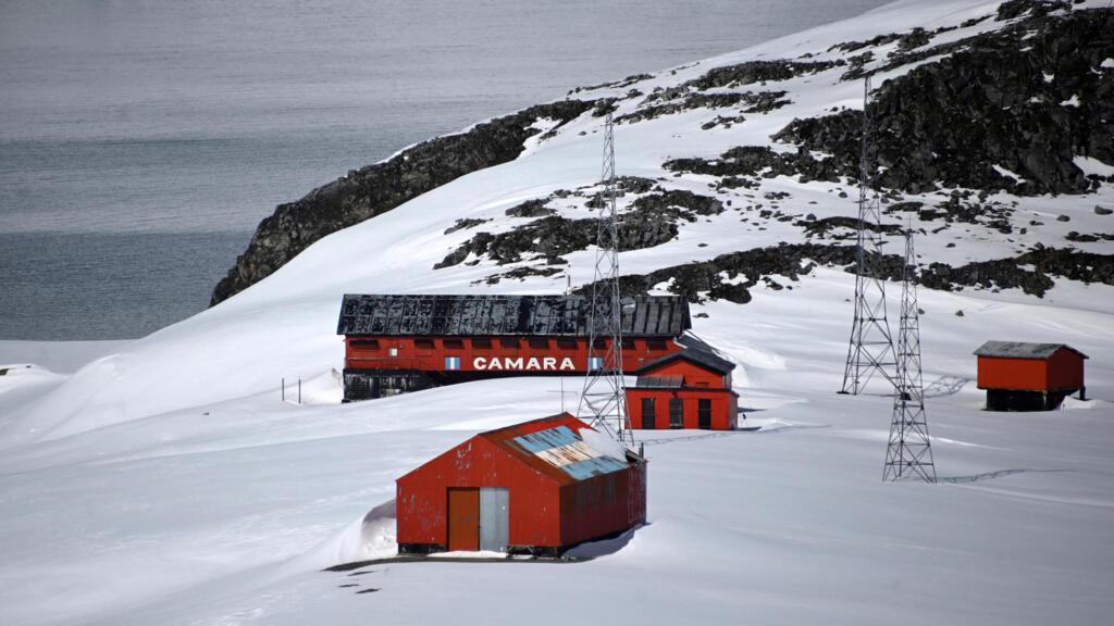 """Au sommet de l'Antarctique, une coopération pour préserver """"un continent sanctuarisé"""""""