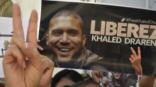 صحافيون جزائريون متجمعون للمطالبة بالإفراج عن زميلهم خالد درارني في العاصمة الجزائر في 31 آب/أغسطس 2020