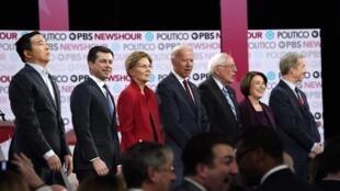 Les candidats démocrates sur scène à Los Angeles, le 19 décembre 2019.