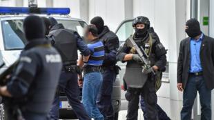 تستهدف الحملة الأمنية أشخاصا يتحدرون من يوغوسلافيا السابقة يشتبه في رغبتهم في إنشاء شبكة جهادية