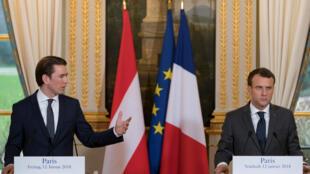 El primer ministro austriaco Sebastian Kurz y el presidente francés Emmanuel Macron durante la rueda de prensa en París, el 12 de enero del 2018.