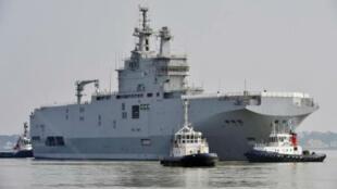 سفينة ميسترال في مرفأ سان نازير في 16 آذار/ مارس 2015