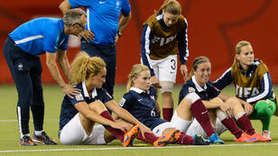 Déception pour l'équipe de France féminine, éliminée par l'Allemagne aux tirs au but, en quarts de finale du Mondial-2015, vendredi 26 juin à Montréal.