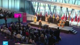 مراسم منح الإقامة الدائمة لمواطنين أوروبيين في بلدية لندن.