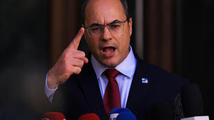 El gobernador de Rio de Janeiro, Wilson Witzel, habla con la prensa en su residencia, el 28 de agosto de 2020 en Rio