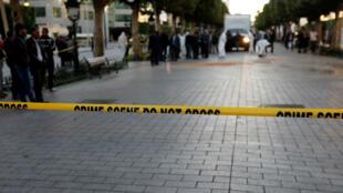 صورة من موقع التفجير الانتحاري بشارع الحبيب بورقيبة بالعاصمة التونسية/ 29 أكتوبر