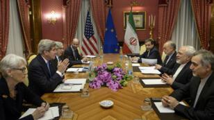 Dès dimanche matin, les négociations se sont poursuivies à Lausanne pour tenter de trouver un compromis sur l'épineux dossier du nucléaire iranien.