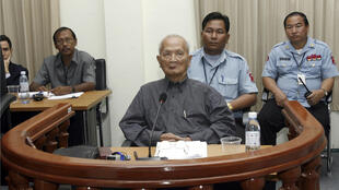 Nuon Chea, mano derecha de Pol Pot, jefe del régimen de los Jemeres Rojos, durante su primera aparición pública en las Cámaras Extraordinarias en los Tribunales de Camboya (ECCC), en las afueras de Phnom Penh, el 4 de febrero de 2008.