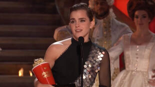 Emma Watson, gagnante du premier prix non genré de la cérémonie des MTV Movie & TV Awards 2017.