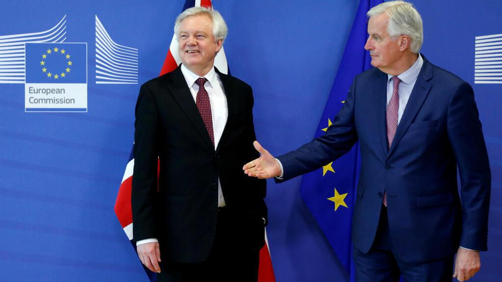 El ministro británico a cargo del Brexit, David Davis (izquierda), y el negociador europeo, Michel Barnier, definieron en Bruselas lo referente a la aplicación de un perídodo de transición.