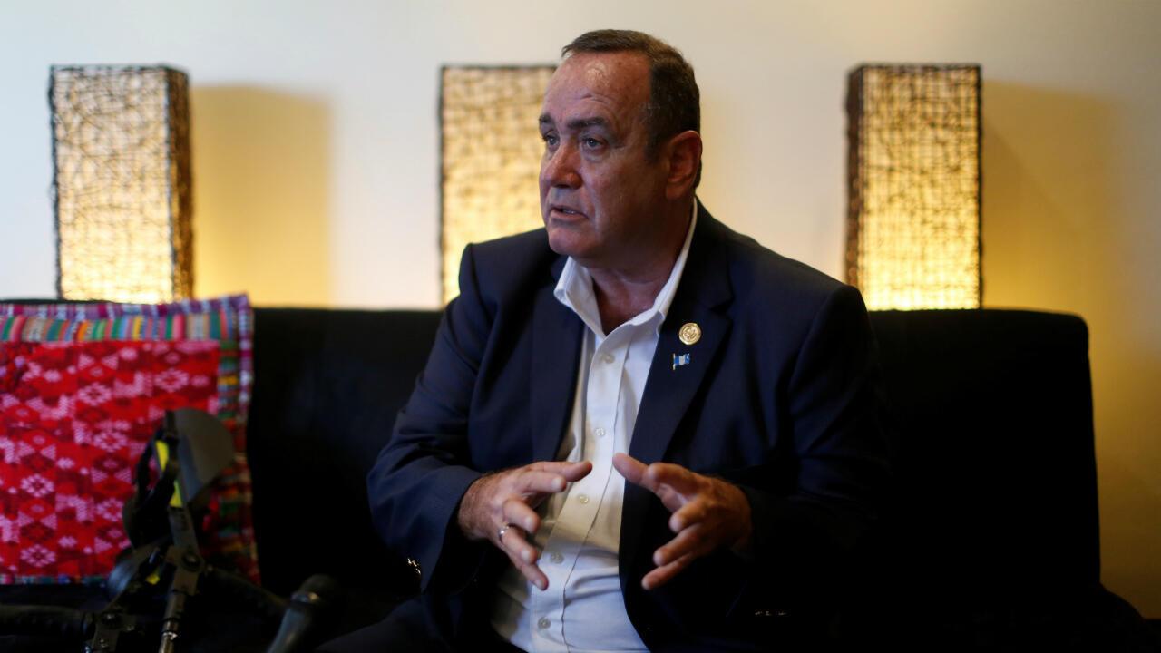 El sucesor del presidente Jimmy Morales, Alejandro Giammattei, habla durante una entrevista con Reuters en Ciudad de Guatemala, Guatemala, el 11 de agosto de 2019.