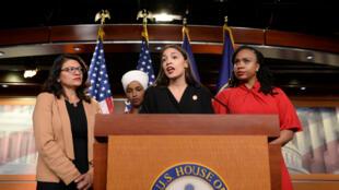 Las integrantes de la Cámara de Representantes de EE. UU., Rashida Tlaib, Ilhan Omar, Alexandria Ocasio-Cortez y Ayanna Pressley ofrecen una rueda prensa en el Congreso, en Washington D. C., EE. UU., el 15 de julio de 2019.