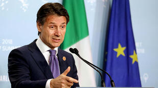 """Le président du Conseil italien, Giuseppe Conte, a indiqué que l'Italie n'avait pas à recevoir de leçons """"hypocrites"""" de la part de la France."""
