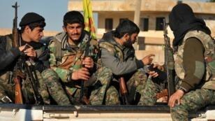 مقاتلون من وحدات حماية الشعب الكردية