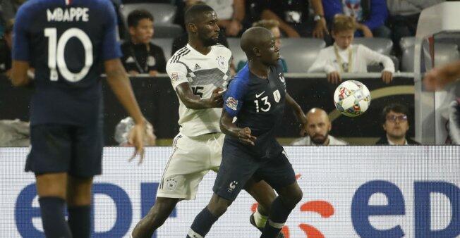 تنافس على الكرة بين كانتيه وروديغر خلال المباراة بين فرنسا وألمانيا 6 أيلول/سبتمبر 2018.
