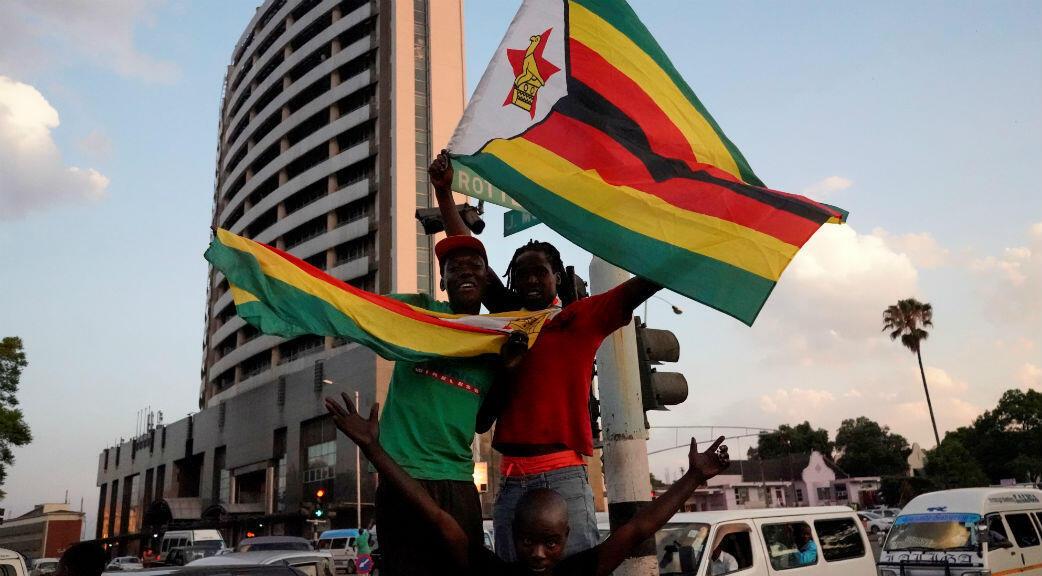 Scènes de joie dans les rues de le capitale Harare après la démission du président zimbabwéen Robert Mugabe, le 21 novembre 2017.