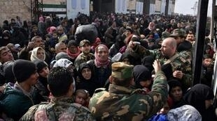 مدنيون فروا من شرق حلب إلى جبل بدرو قبل التوجه إلى غرب حلب، الثلاثاء 29 ت2/نوفمبر 2016