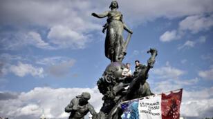 La statue de Marianne, place de la République, à Paris, lors du 1er mai 2017.