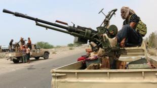 Des forces fidèles à la coalition menée par l'Arabie saoudite patrouillent la ville de Zinjibar, dans le sud du Yémen, le 2 septembre 2019.