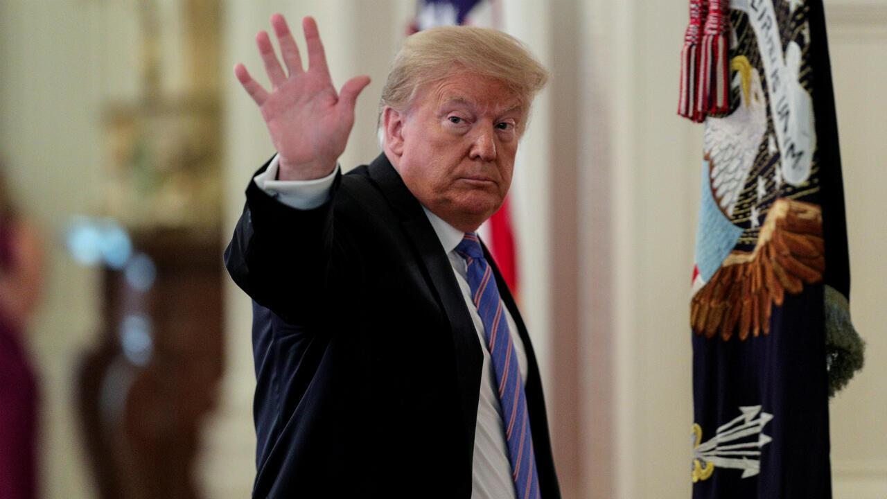 Donald Trump se despide tras una reunión en la Casa Blanca, en la capital estadounidense de Washingotn D. C., el 26 de junio de 2020.