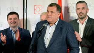 El nacionalista serbio, Milorad Dodik, logró la mayoría de votos para alcanzar un lugar entre los tres presidentes de Bosnia el 7 de octubre de 2018.