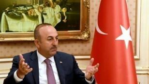 وزير الخارجية التركي مولود تشاوش أوغلو خلال زيارته الكويت في 15 حزيران/يونيو
