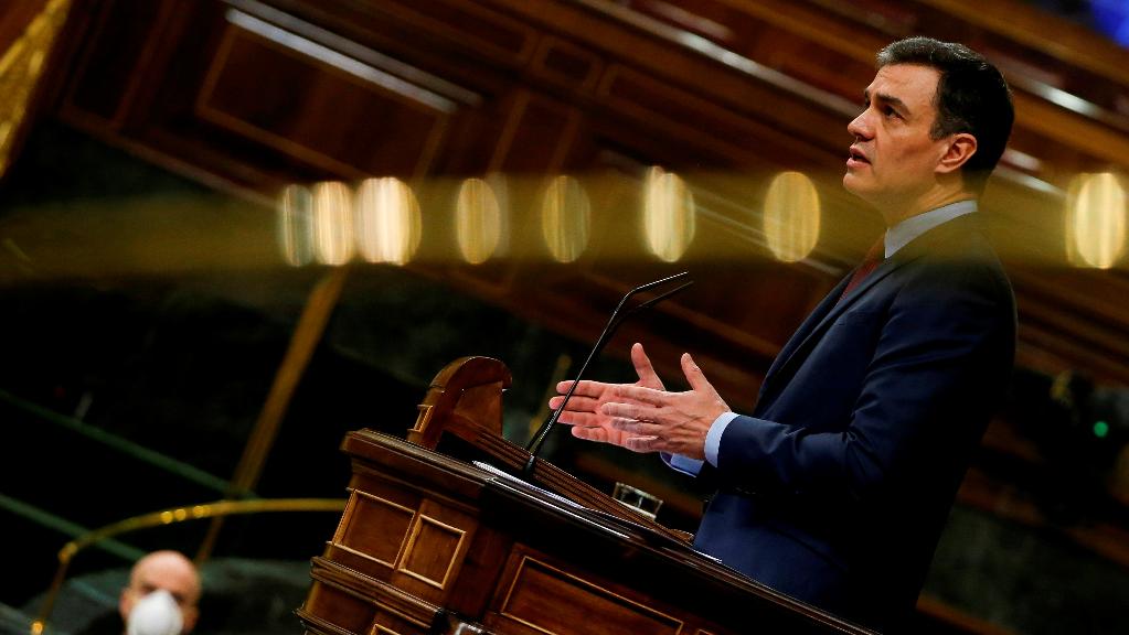 El presidente de España, Pedro Sánchez, solicita a los parlamentarios prolongar el estado de alarma hasta el 26 de abril.