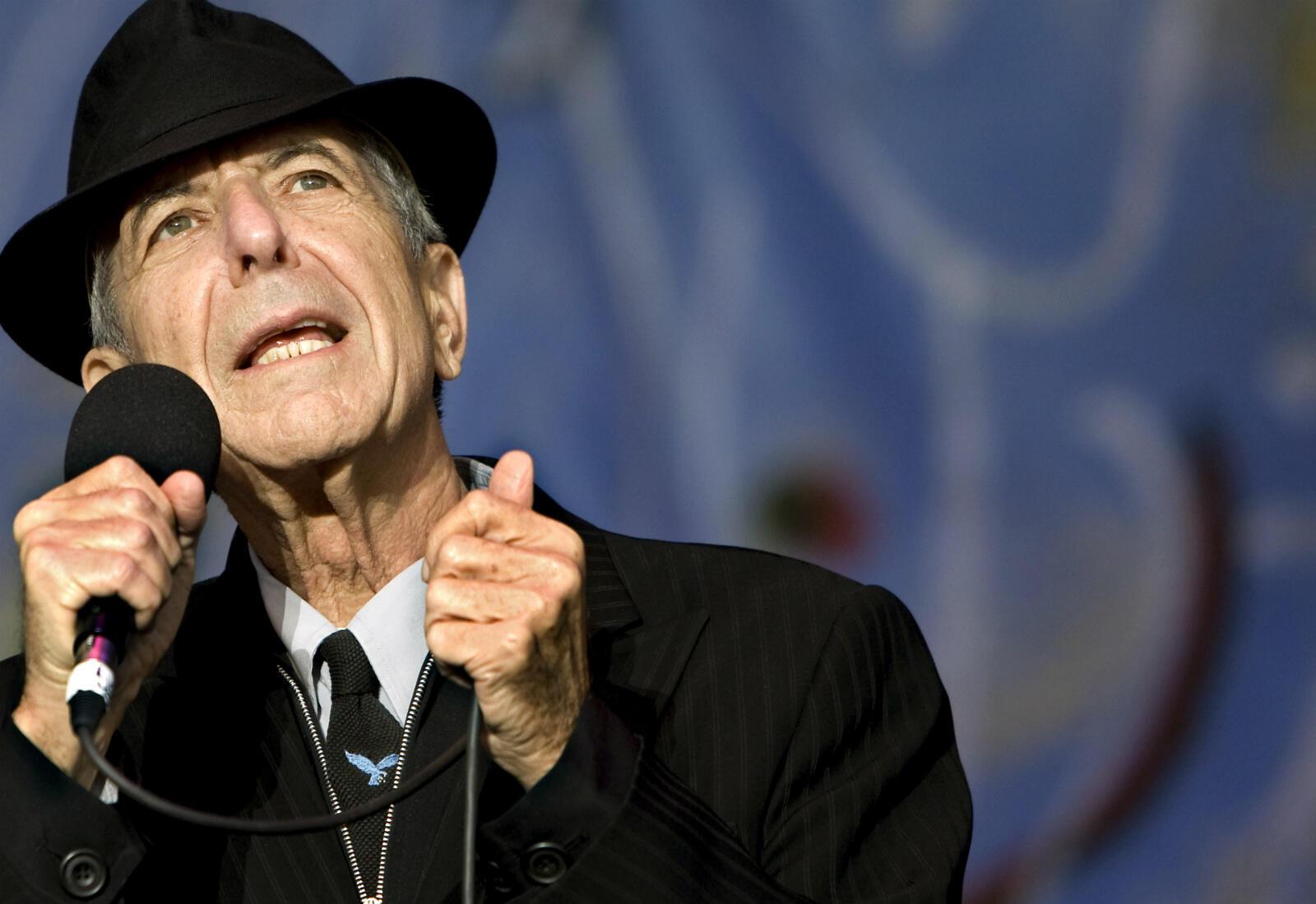 Le musicien canadien Leonard Cohen, poète mélancolique à la voix grave, connu pour l'élan lyrique de ses chansons, est décédé à l'âge de 82 ans, le 7 novembre 2016.