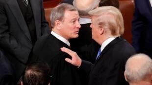 Donald Trump et le juge Roberts à Washington le 30janvier2018.
