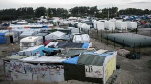 """Le démantèlement de la jungle de Calais, située dans le nord de la France, se fera """"dans les meilleurs délais"""" selon le ministre français de l'Intérieur."""