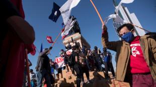 Chile-RioMapocho-Protestas-Octubre2020 (1)