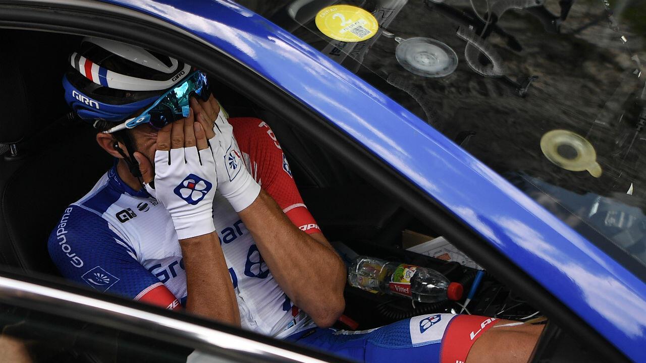 Le Français Thibaut Pinot, 5e du classement général, a finalement abandonné la course, vendredi 26 juillet, en larmes.